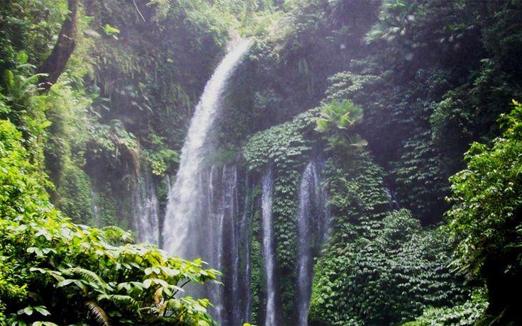Een van de watervallen in het Gunung Rinjani National Park. Rondreis - Vakantie - Lombok - Indonesie - Waterval - Sedang Gile excursie - Original Asia