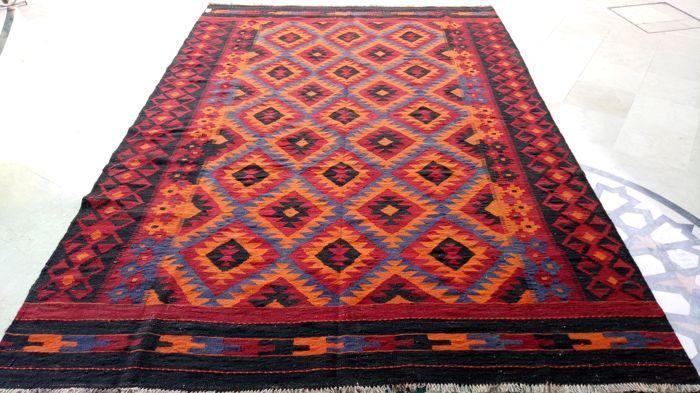 Maimana wol Kilim Rug (5309) Gemaakt van 100% zuivere wol Traditionele & aantrekkelijke Designs 290 x 197 cm - 9,5 x 6,5 voeten Multi Purpose gebruikt met inbegrip van slaapkamer, keuken, ingang enz  Deze prachtige maimana wol kilim is puur de hand geweven en gemaakt van wol. Deze kilim beschikt over een dubbele gezicht design en haar ontwerpen en rijke tinten zal een tribal element toevoegen aan elke ruimte.  Dus niet te laat en kopen deze kilims op beste prijs.  EUROPA LEVERING DOOR DPD...