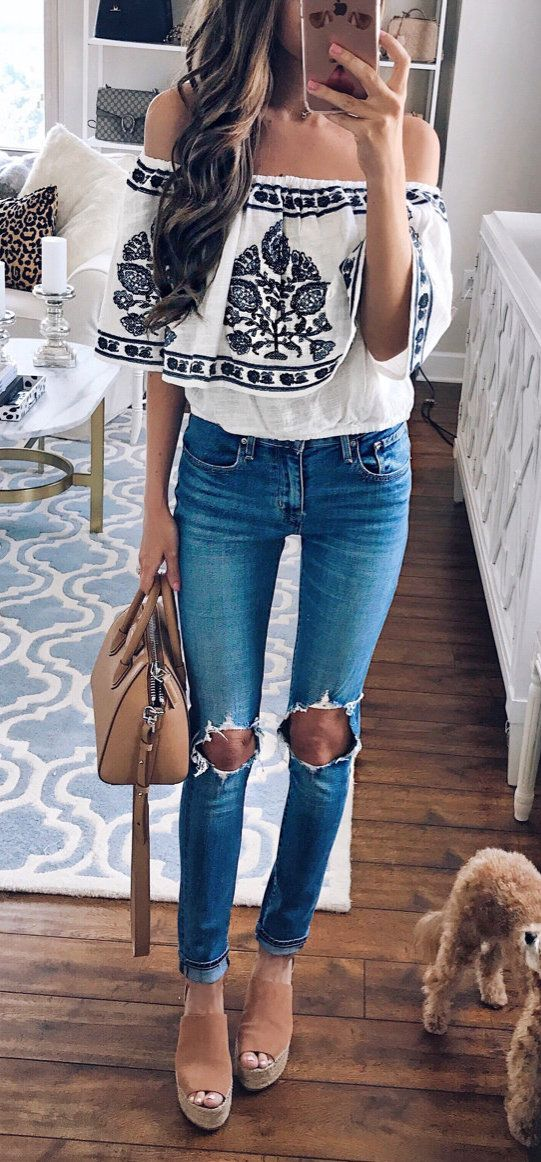 summer outfits White Printed Off The Shoulder Top + Destroyed Skinny Jeans