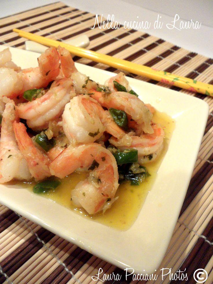 I gamberi thai sono un piatto di origine della Thailandia. Come sapete a me piace provare e sperimentare piatti diversi dalla nostra tradizione