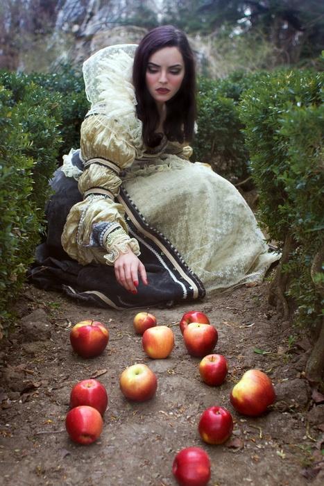 Photography: Oana Parache Dress by Ioana Pashca MUA: Malvina Isfan Model: Nora Paunescu  #oanaparache #ioanapashca #malvinaisfan #snowwhite #red  #apples