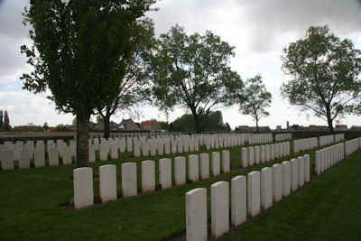 Messines Ridge British Cemetery is located 10km south of Ieper on the Nieuwkerkestraat, outside Mesen. The battle for Messines ridge began on 7th June 1917.