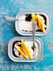 mango rýžový pudink s palmovým cukrem a citrónovou trávou sirupu