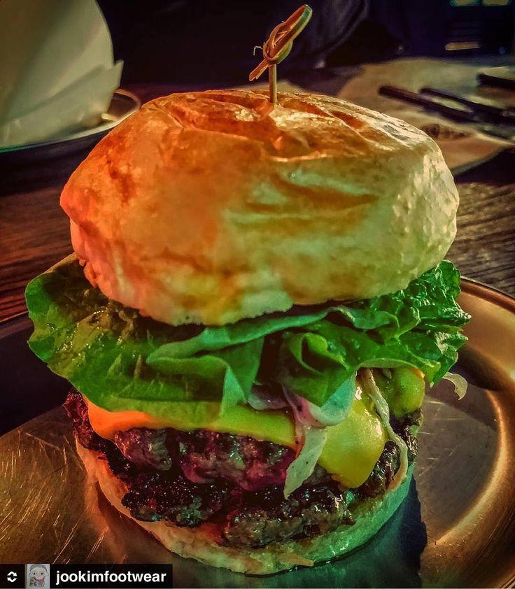 맛있는 사진 감사합니다!👍 #리그램 @regramkr from @jookimfootwear  #오늘 #저녁 #햄버거 는 신선한 식재료의 조합이 생명 #트러플 버섯 오일 치즈 상추 더블 패티 #단골  각 2개씩 폭풍흡입  #카퍼룸 #강남 #맛집 #식도락 #hamburger #burger #버거 #킬러 #맛스타그램 #먹스타그램 탄핵 기념 축하