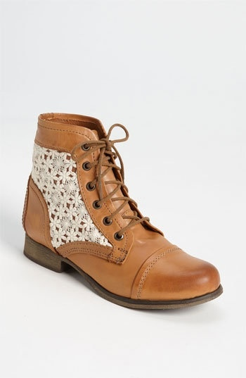 fashion, shoes Need these crochet Steve Madden boots!