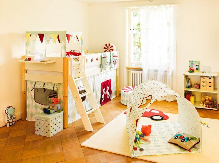 Die besten 25 hochbett vorhang ideen auf pinterest for Halbhochbett kinderzimmer