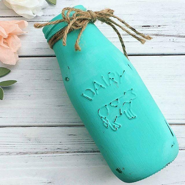 Awww. I fell in love with this cute chalk turquiose jar from @loullahjoy 😍 This would look beyond perfect with sunflowers 🌻www.loullahjoy.etsy.com  #dairyjar #cows #countrygirlatheart #cityliving #jars #mondays #jar #milkandhoney #milkshake #bottle #bottles #masonjars #vintageph #turquoise #sunflowers #marchmeetthemaker #smallbiz #mycreativebiz #makersgonnamake #hellosmallshop #creativelifehappylife #handsandustle #tnchustler #creativeentrepeneur #girlboss #brandchat #creativepreneur…