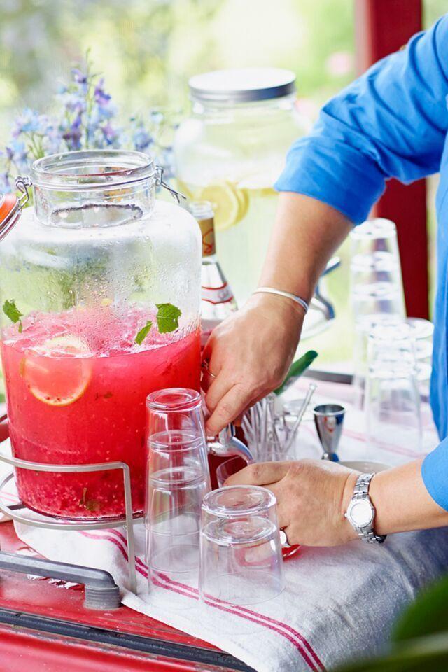 19 essential homemade lemonade recipes from Country Living