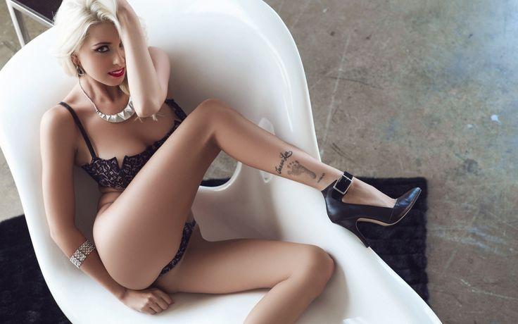 блондинка, alissa arden, тату, улыбка, девушка, фигура, милая, красивая, сексуальная, симпатичная, секси, стройная, модель, няшка, взгляд, сиськи, титьки, грудь, попка, попа, ягодицы, белье, трусики, стринги, лифчик 1920 x 1200