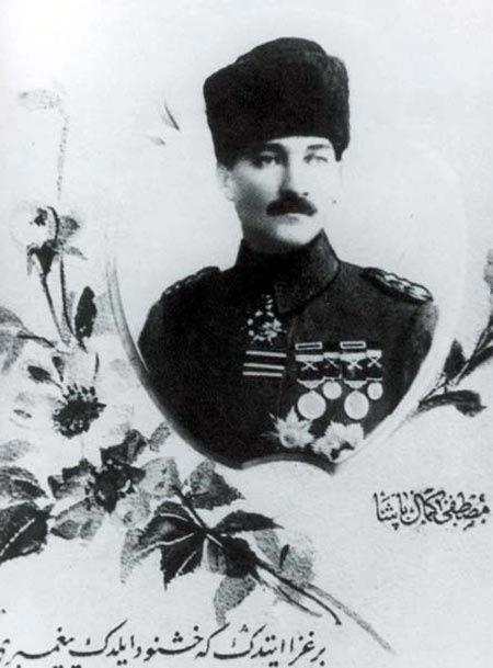Siyah Beyaz Fotoğraflarla Atatürk Galerisi-1918-YILDIRIM ORDULARI GRUP KOMUTANI TÜMG.MUSTAFA KEMAL