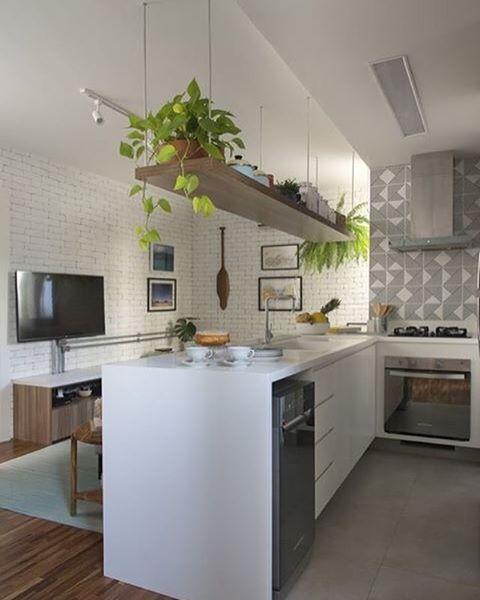 •| Integração |• adoro a proposta de integrar ambientes! Neste apê, tijolinhos brancos, azulejos geométricos e plantinhas dão muito charme e personalidade! ❤️ Projeto @spestudio  #design #interiordesign #kitchen #living #integrados #cozinha #brick #inspiration #designdeinteriores #decorating #instadecor #decoracao #home #homestyle #interiorstyle #interiors #homedecor #decordecoracao