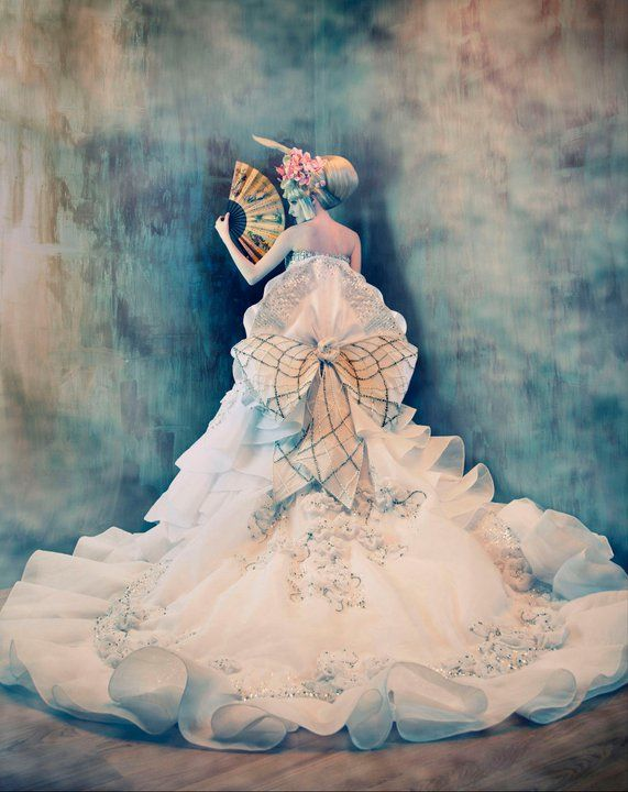 A japanese fan, an extraordinary dress and surreal colours make this magical image. Tina Patni and Ginno Alducente.