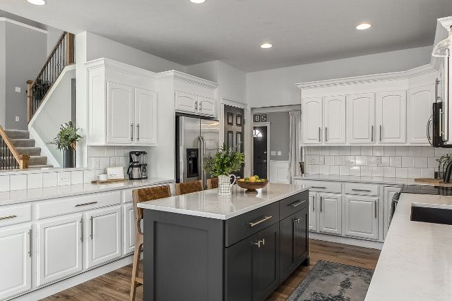 Benjamin Moore Chantilly Lace Best White Paint Color To Use On Existent Cabinets Benjamin Moore Chantilly Lac Kitchen Design Contemporary Kitchen Home Kitchens