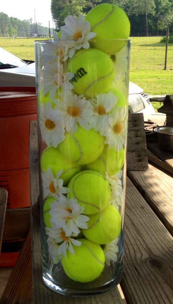 Such a beautiful centerpiece for a tennis-themed party! Check out more tennis ideas at #lorisgolfshoppe