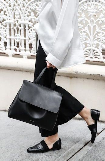 love this black and white outfit especially the leather bag and flats