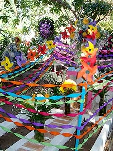 Colorful decoration for Mexican parties - Twisted Streamers