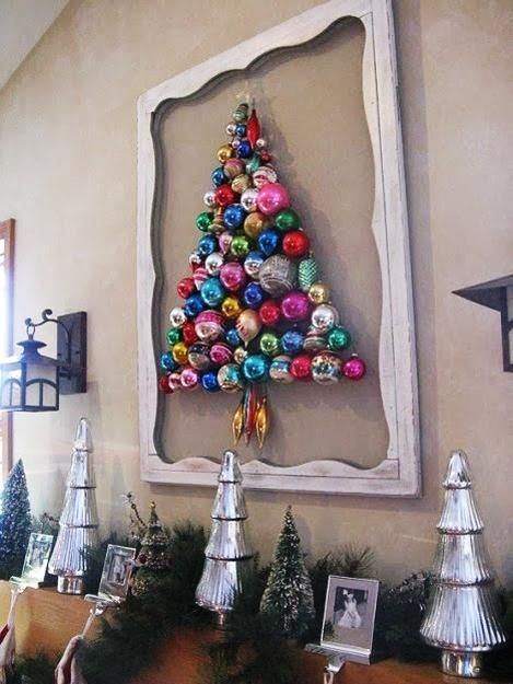コルクボードにクリスマスツリー