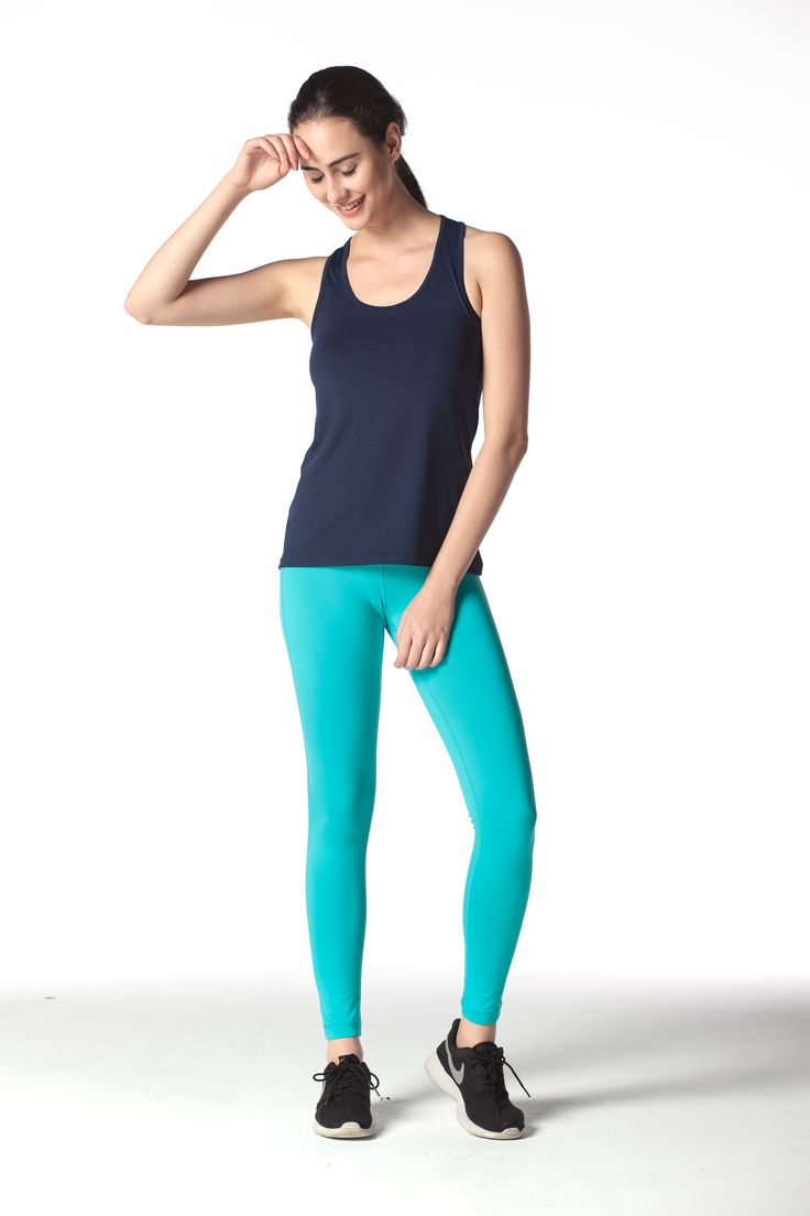 Suggerimento Set #4: Canotta Sportiva Blu Navy sovrapposti a dei Leggings 3/4 color turchese