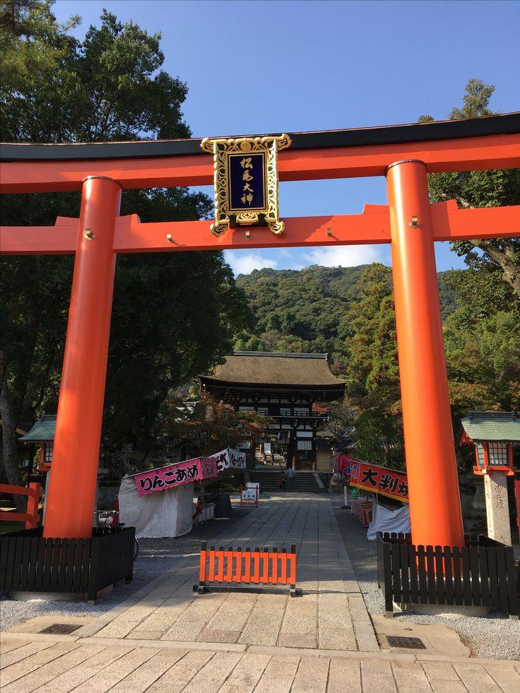 松尾大社へ到着。 渡月橋からどの道を歩いても、ここで合流します。