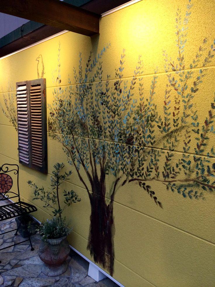 壁にオリーブの絵を描きました