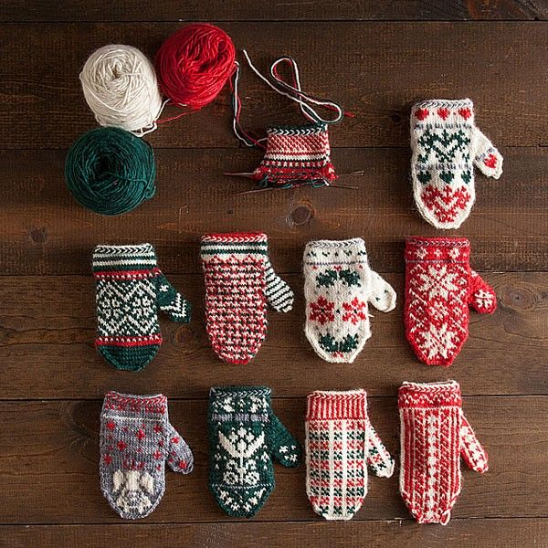 Knitting pattern for advent mitten garland (with link to Ravelry)