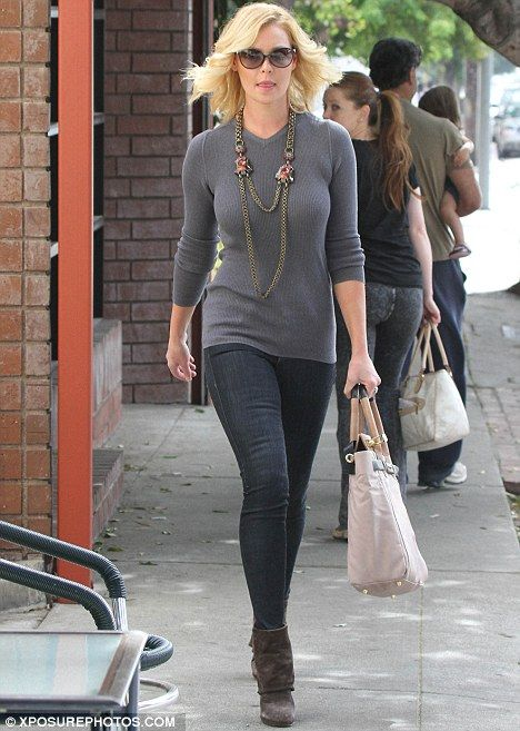 Katherine Heigl showed off her curves wearing a tight-fitting sweater, skinny jeans and high heel boots to run errands. Stunning. #Katherine_Heigl