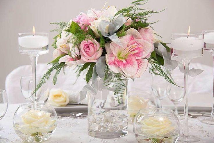 Nous possédons un large choix de bouquets, créations, décorations florales dans notre catalogue. #delyfleurs #creationflorale #mariage #anniversaire #reception #fetes #noel #christmas