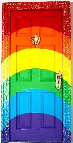 come into my colorful world! içinden gökkuşagı geçen bi evim olsa.. dibinde altın torbası bulsam..:)