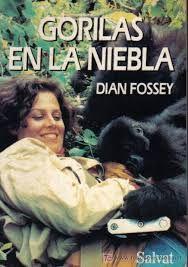 Gorilas en la niebla.  Dian Fossey llega a Africa para confeccionar un censo sobre gorilas de montaña en peligro de extinción. Acompañada de un nativo rastreador, comenzará su trabajo quedando fascinada por la vida de esos animales, a los que se acerca y estudia con total impunidad. En su afán por proteger la especie, la Doctora Fossey tendrá serios problemas con las autoridades y cazadores furtivos que venden las crias a los zoológicos y matan a los adultos para la fabricación de souvenirs.