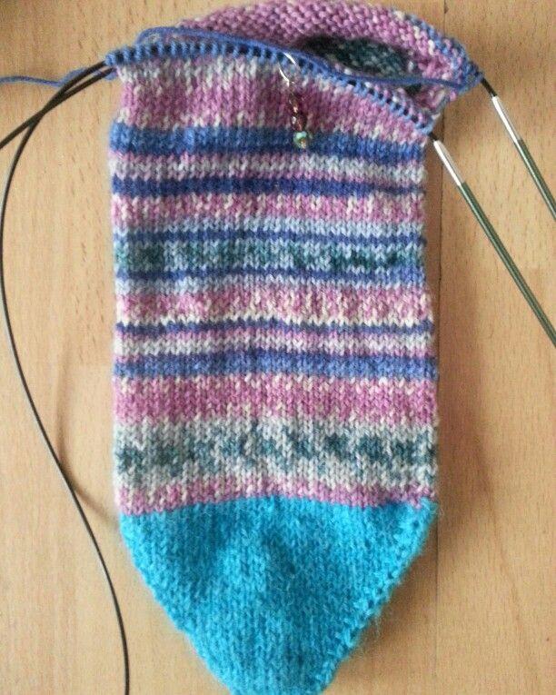 Knitting Socks Using Circular Needles : Knitting a toe up sock using the magic loop method