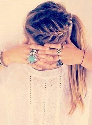Imagem via We Heart It https://weheartit.com/entry/163155410 #accessoires #blond #braid #girl #hair #happy #head #ponytail #rings #vintage #mädchen #zopf #ringe #geflochten #pferdeschwanz #geflochtenehaare