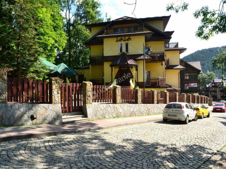 Dom Wypoczynkowy Lala jest położony w samym sercu uzdrowiska Szczawnica. Polecamy: http://www.nocowanie.pl/noclegi/szczawnica/pensjonaty/26789/