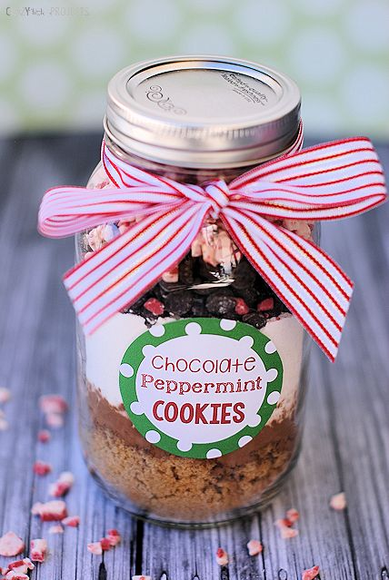 Perfect Christmas Gift Idea-Chocolate Peppermint Cookies in a Jar
