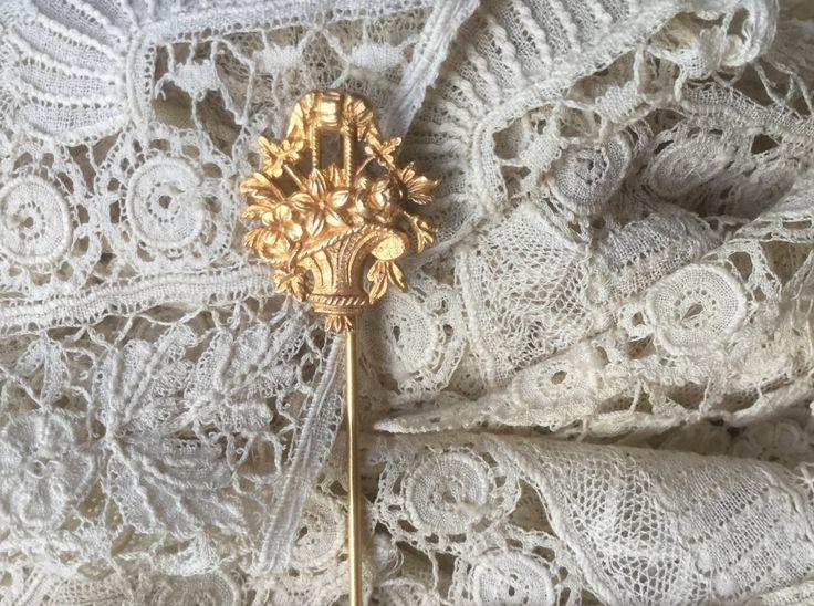 Pin french Vintage, Brooch, hat pin, Flowers in a basket, golden de la boutique VintagedeFrance sur Etsy