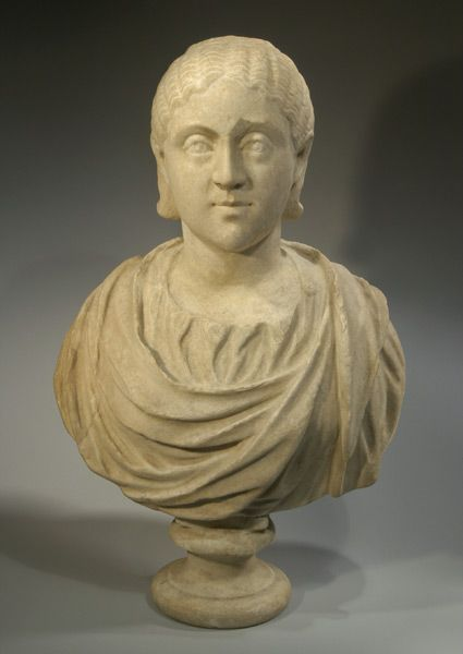 LADO PATERNO   Busto romano de mármore de Furia Sabina Tranquilina, esposa de Gordian III, 239-244 AD