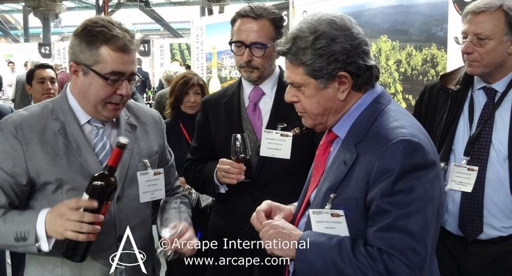 The Ambassador of Spain to the United Kingdom, Federico Trillo-Figueroa y Martínez-Conde, known as Federico Trillo, speaking to exporters at the Wines from Spain trade fair.