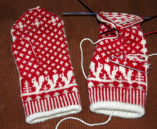 Squirrelly Swedish Mittens designed by Elli Stubenrauch (pattern available on Ravelry)