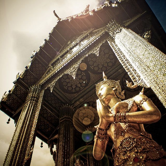 Thailand is one of Asia's most popular tourist destination. I can see why. The impossibly bejeweled Grand Palace of the chaotic capital city, Bangkok, alone makes me want to go.