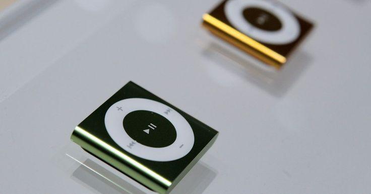 A luz do meu iPod shuffle não acende ao carregar. O iPod shuffle é o menor membro da família dos iPods; ao contrário dos outros aparelhos, o shuffle não possui uma tela que indica o seu nível de bateria e o status de carga. Em vez disso, o dispositivo possui uma luz indicadora como a única forma de exibir seu status. Se essa luz não acende quando o iPod está carregando, é sinal de que tem algo ...