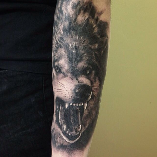 Awesome #wolf tattoo by @requiemtattoo! #savemyink