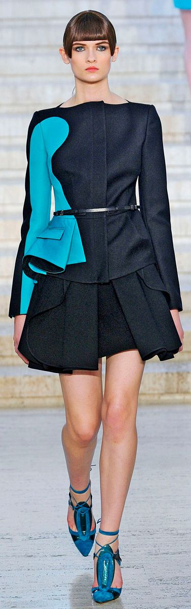 ✜ Antonio Berardi Fall Winter 2012-2013 RTW ✜ http://www.vogue.com/collections/fall-2012-rtw/antonio-berardi/review/#/collection/runway/fall-2012-rtw/antonio-berardi/