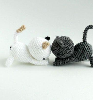 Free adorable amigurumi kitten pattern - crochet cat // Nyújtózkodó amigurumi kiscica - ingyenes macska horgolásminta // Mindy - craft tutorial collection