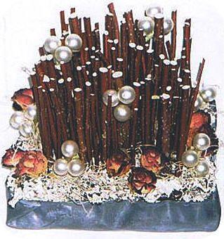 kerstdecoratie maken tafelstuk bloemschikken bloemstuk hobby kerst knuteslen cornus rode takken tillandsia korstmos steekschuim