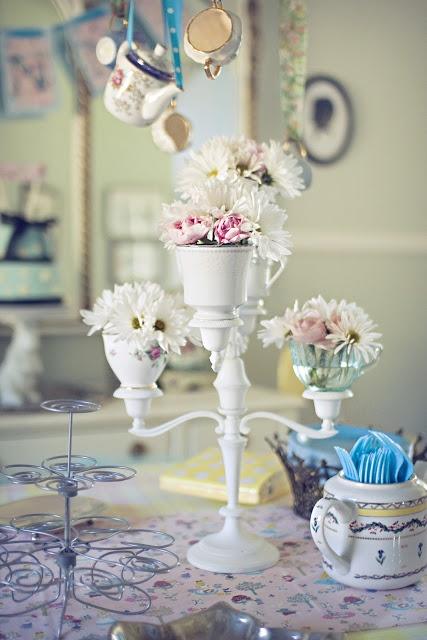 Make: Tea Cup CandelabraGirls Generation, Teas Cups, Birthday Parties, Alice In Wonderland, Teas Parties Centerpieces, Girls Vintage, Deserts Girls, Vintage Diy, Cups Candelabra