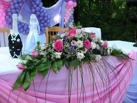 Оформление свадьбы цветами.., оформить свадьбу текстилем.., украсить стол жениха и невесты текстилем и живыми цветами