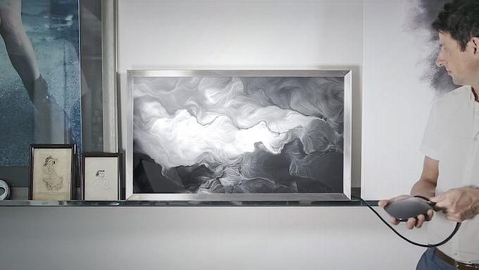 DAD, pour Digital Art Device, est à la fois une plateforme de téléchargement d'œuvres d'art, un écran plat de 42 pouces de haute définition et un outil connecté à votre télé ou bien votre vidéo projecteur. Le tout est contrôlé via une application mobile.
