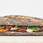 Een heerlijk recept: Baguette sandwich met kip tomaat en tapenade