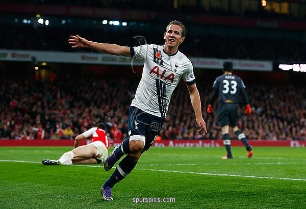 LONDON, ENGLAND - NOVEMBER 08: Harry Kane of Spurs celebrates scoring his side's opening goal during the Barclays Premier League match between Arsenal and Tottenham Hotspur at the Emirates Stadium on November 8, 2015 in London, England