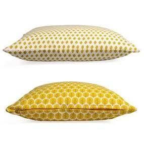 Gele kussens met leuke grafische prints, zoals blaadjes en boompjes