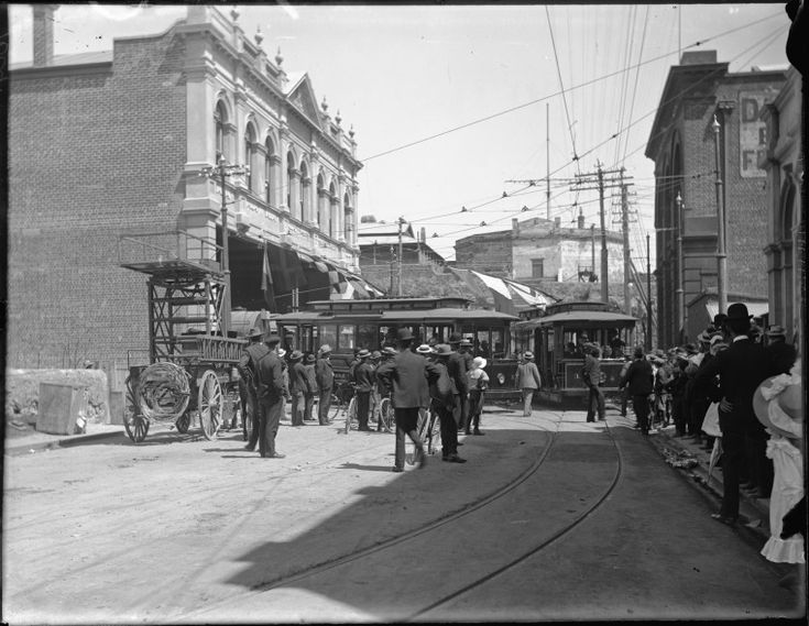 009604PD: Trams decorated with flags for the opening of the Fremantle Municipal Tramways, 30 October 1905.  http://encore.slwa.wa.gov.au/iii/encore/record/C__Rb2103096__S009530pd__Orightresult__U__X3?lang=eng&suite=def